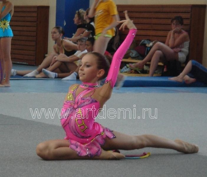 Фото гимнастки с порванным костюмом 30 фотография