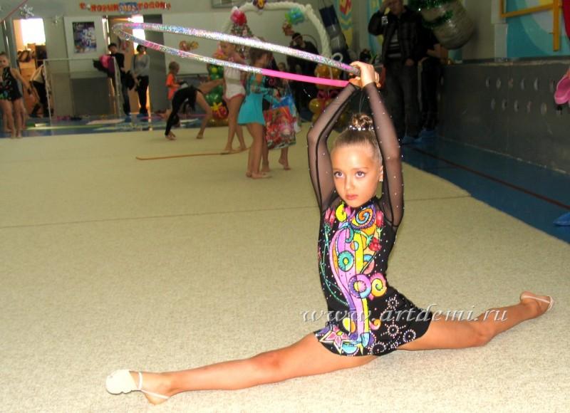 Фото гимнастки с порванным костюмом 27 фотография